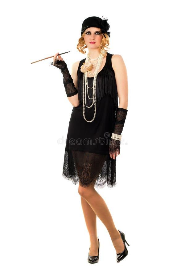 Молодая женщина с держателем сигареты стоковые изображения