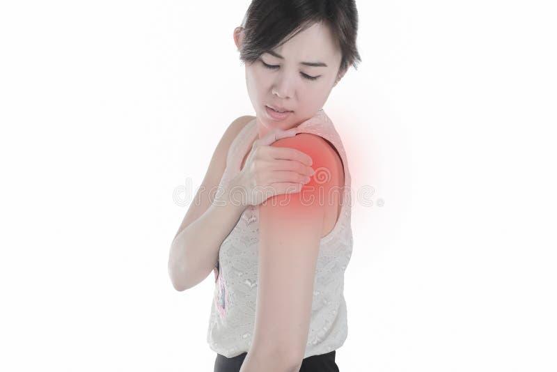 Молодая женщина с предпосылкой плеча изолированной болью белой стоковые изображения rf