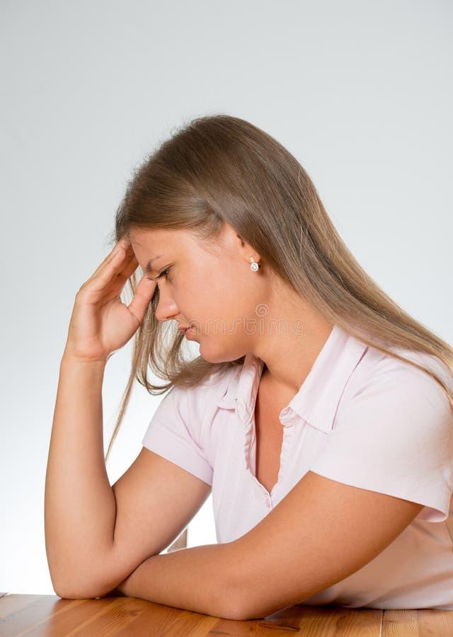 Молодая женщина с проблемой стоковое фото