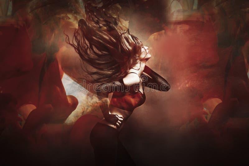 Молодая женщина танцуя составное фото стоковая фотография rf