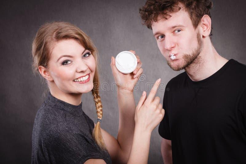 Молодая забота пар и кожи стоковая фотография