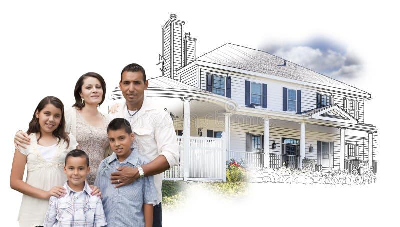 Молодая испанская семья перед чертежом дома и фото на белизне стоковая фотография