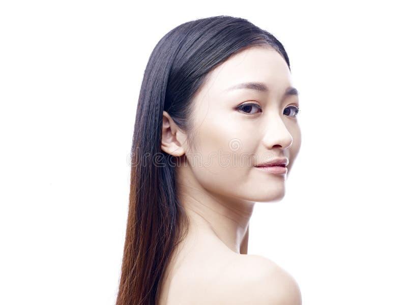 Молодая и красивая азиатская модель стоковая фотография