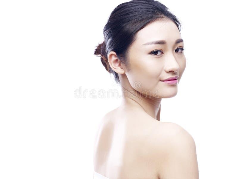 Молодая и красивая азиатская модель стоковое изображение rf