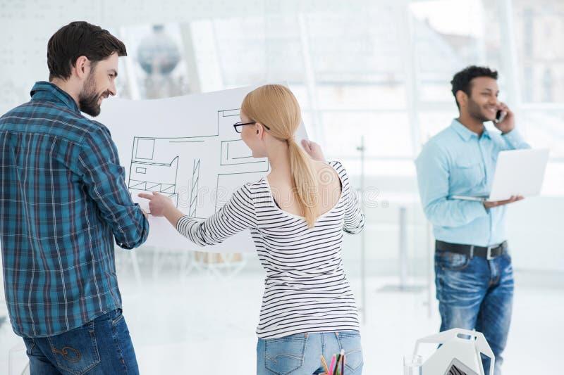 Молодая команда архитекторов работая совместно в офисе стоковые фотографии rf