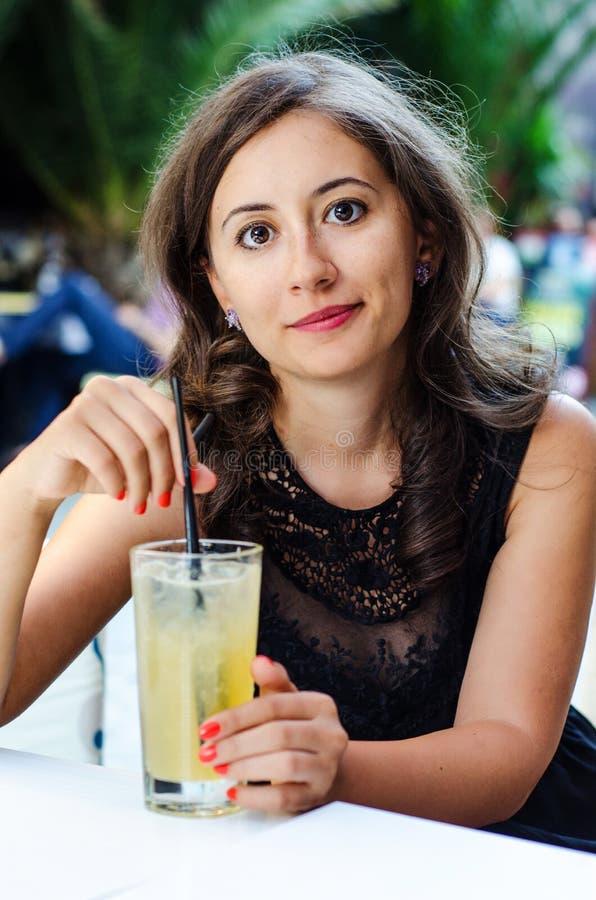 Молодая красивая дама стоковая фотография