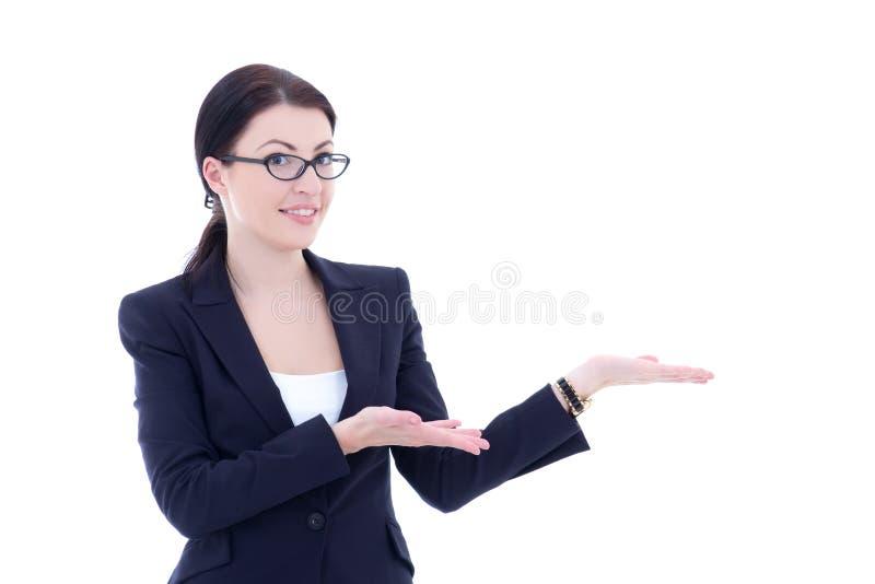 Молодая красивая бизнес-леди представляя copyspace изолировала o стоковые изображения rf