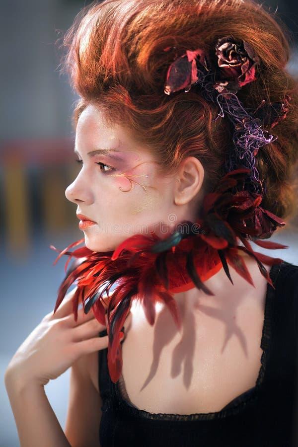 Молодая красивая девушка в форме злой феи стоковое изображение rf