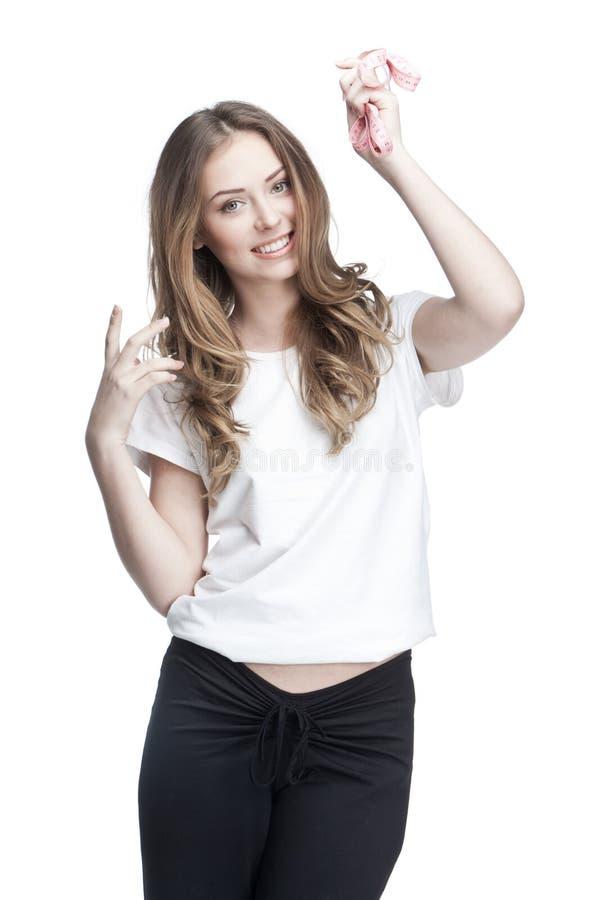 Молодая красивая женщина брюнет держа метр стоковое фото rf
