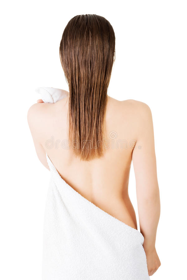 Молодая красивая обнажённая женщина с полотенцем стоковые изображения rf