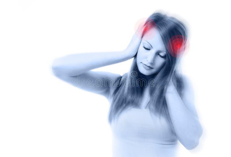 Молодая красивейшая женщина с строгой головной болью стоковое фото rf