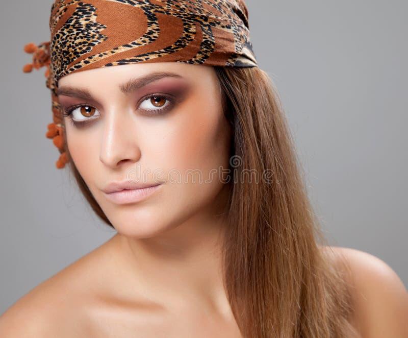 Молодая красота с головным платком стоковое изображение rf