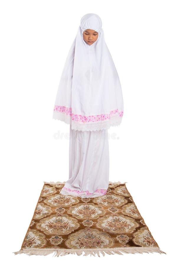 Молодая мусульманская девушка моля III стоковое изображение rf