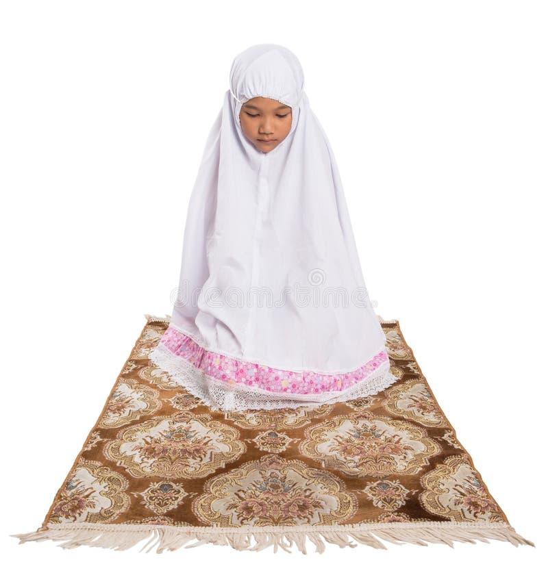 Молодая мусульманская девушка моля IV стоковые изображения rf