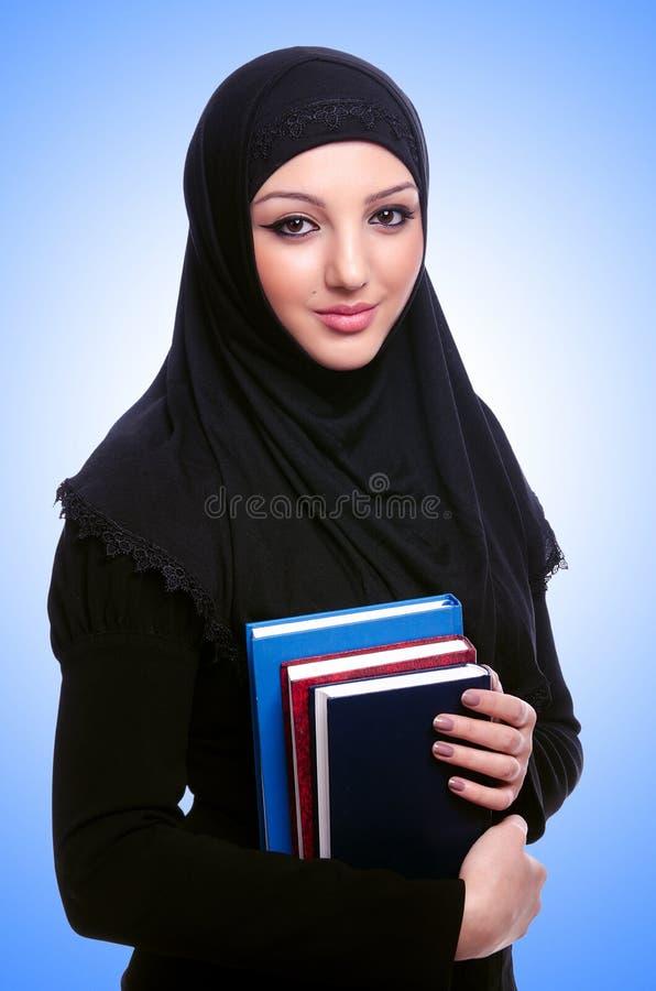 Молодая мусульманская женщина с книгой стоковые фотографии rf