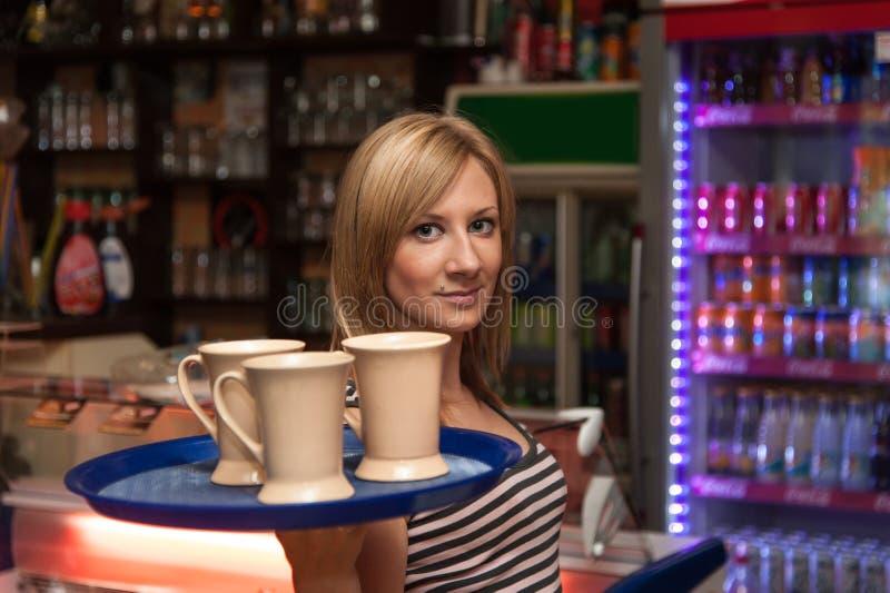 Молодая официантка стоковое изображение rf