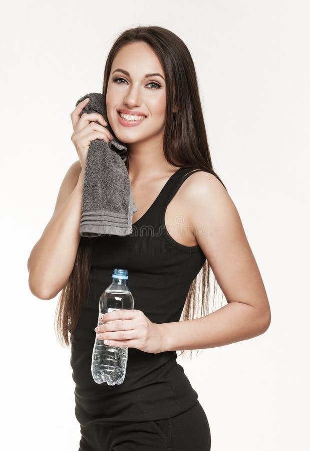 Молодая привлекательная женщина на спортзале стоковое фото rf