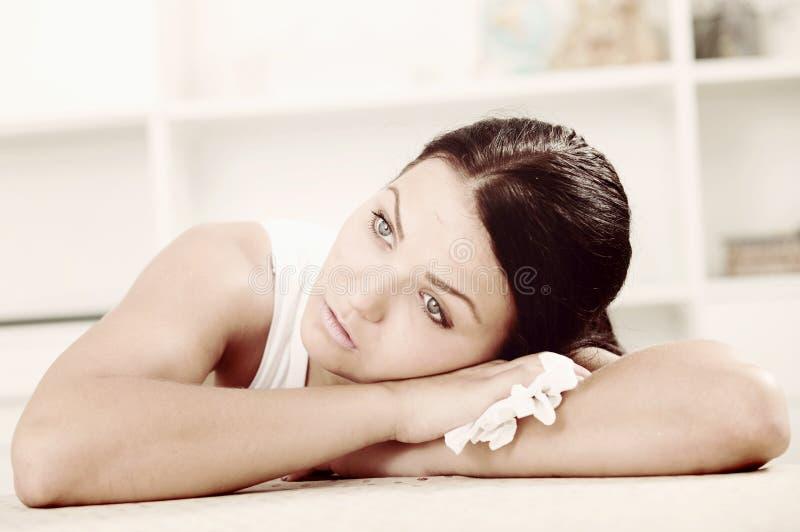 Молодая плача женщина стоковая фотография rf