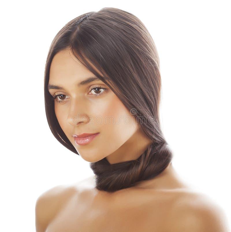 Молодая свежая девушка tann брюнет с красотой стоковое фото