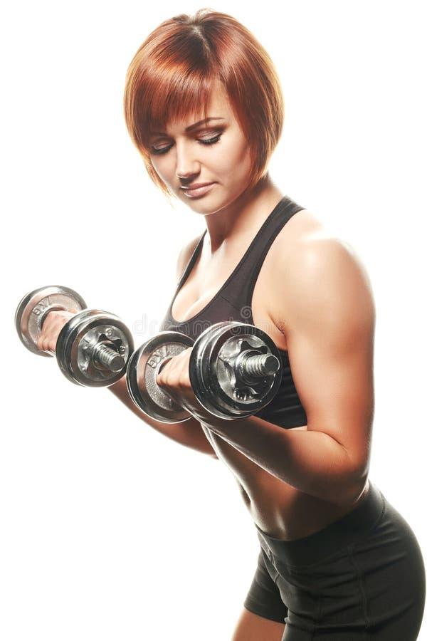 Молодая спортсменка делая скручиваемости гантели стоковая фотография rf