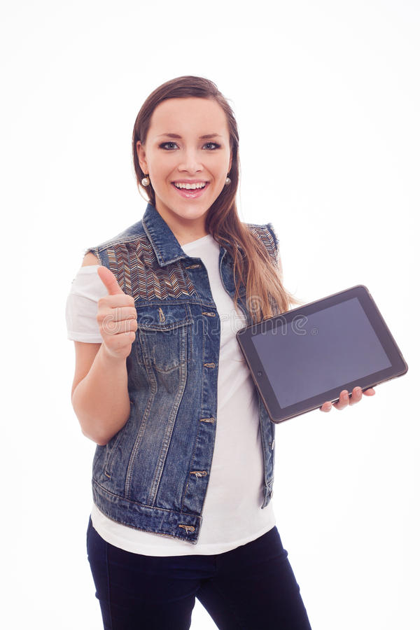 Молодая счастливая женщина при новая таблетка изолированная на белой предпосылке. стоковые фото