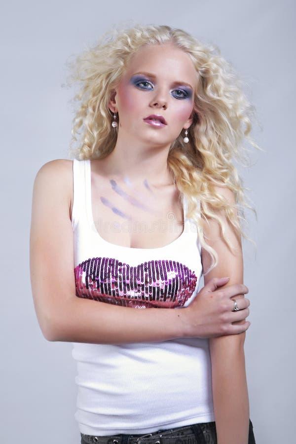 Молодая славная дама portraited в студии стоковая фотография rf