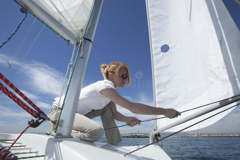 Молодое женское плавание стоковое фото