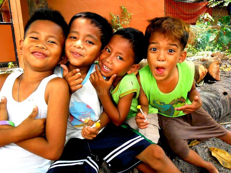 Молодой азиатский усмехаться детей стоковая фотография