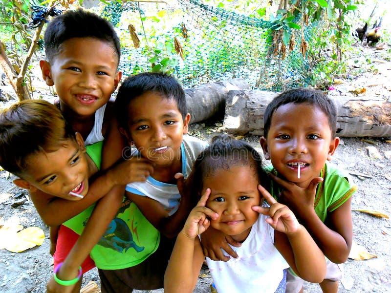 Молодой азиатский усмехаться детей стоковое изображение rf