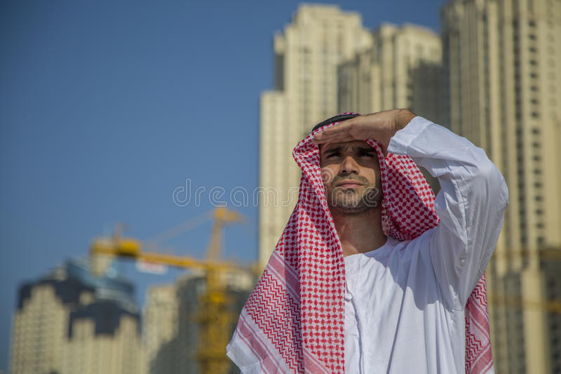 Молодой аравийский бизнесмен стоковое фото rf