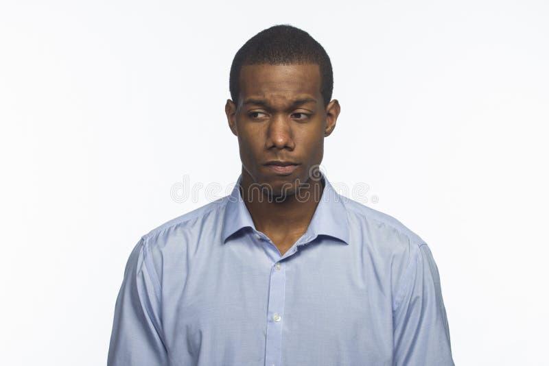 Молодой афроамериканец смотря унылый, горизонтальный стоковые фото