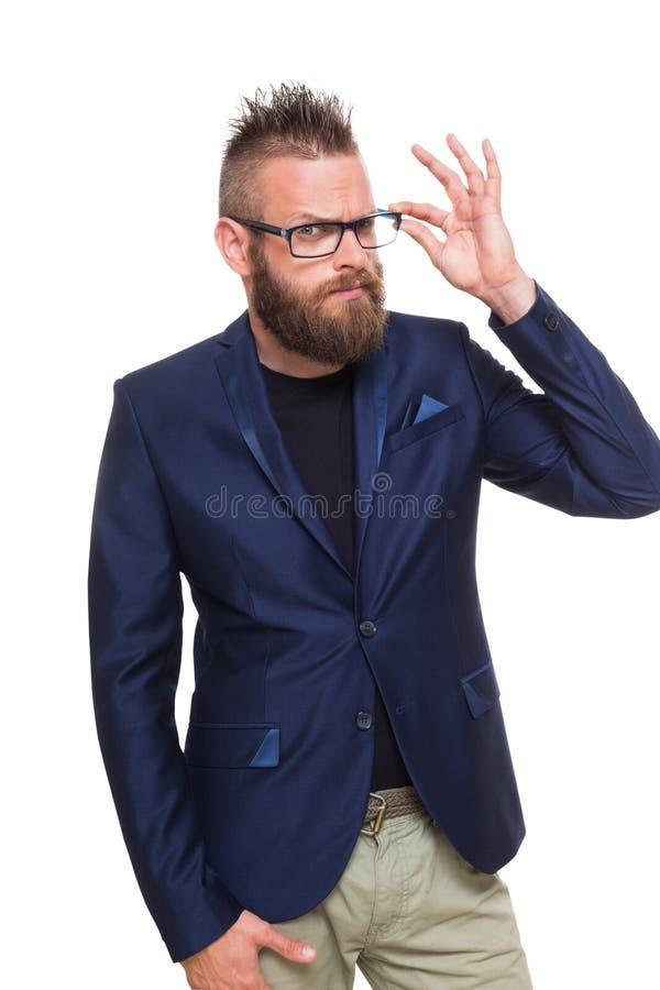 Молодой бородатый портрет человека изолированный на белизне стоковые фото