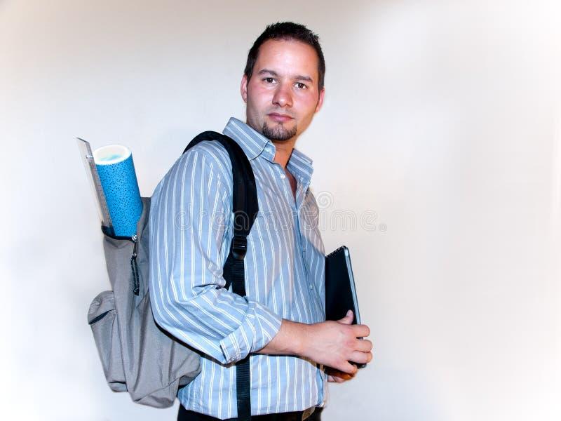 Молодой взрослый с рюкзаком стоковые фотографии rf