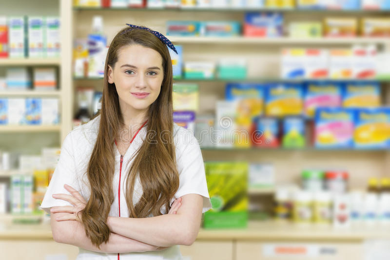Молодой женский аптекарь стоковые фото