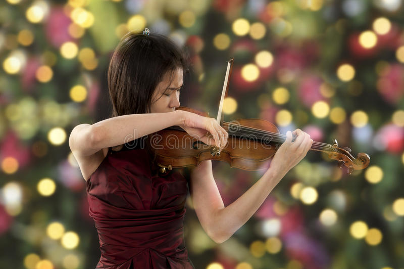 Молодой женский игрок скрипки стоковое фото