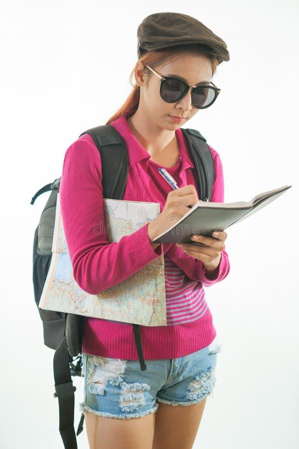 Download Молодой женский Hiker с рюкзаком Стоковое Фото - изображение насчитывающей смотреть, привлекательностей: 40582808