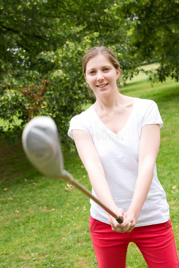 Молодой игрок в гольф стоковые изображения rf