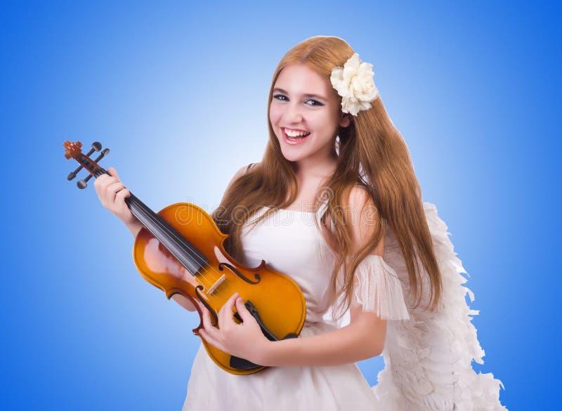 Молодой игрок скрипки изолированный на белизне стоковые фото