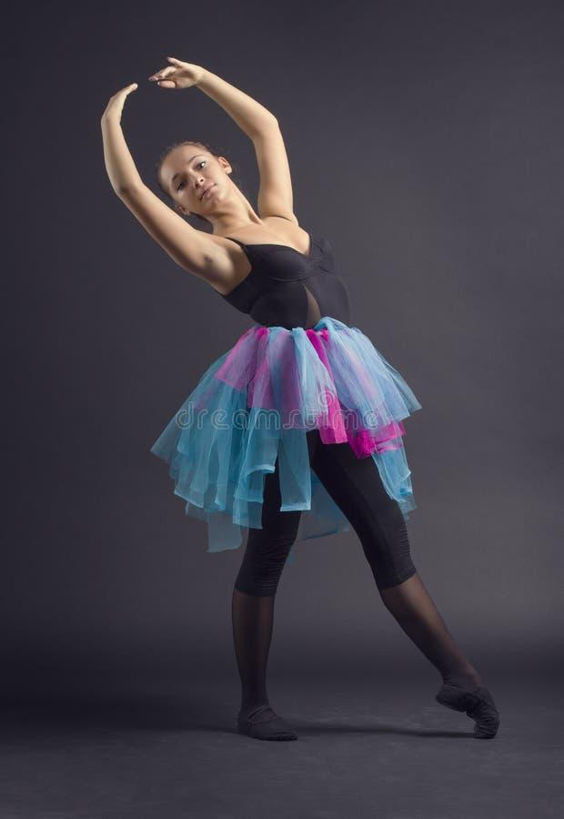 Молодой красивый танцор стоковое фото rf