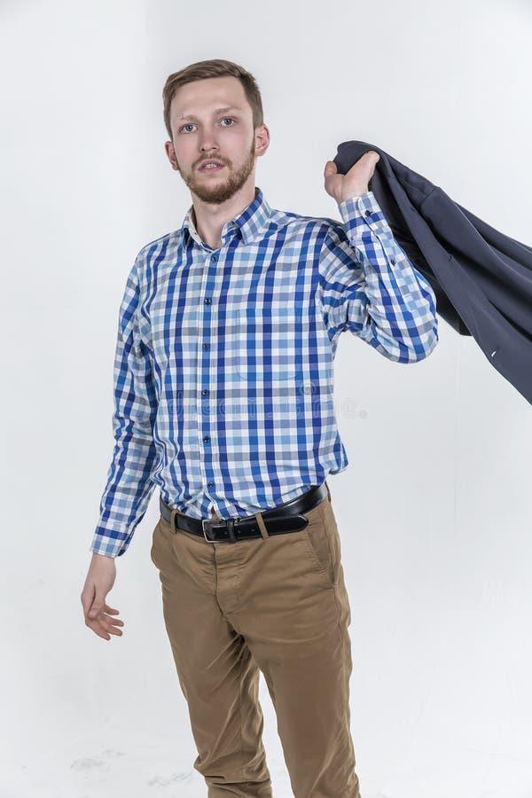 Download Молодой красивый человек с бородой и Sca Стоковое Фото - изображение насчитывающей высоко, красиво: 81805014