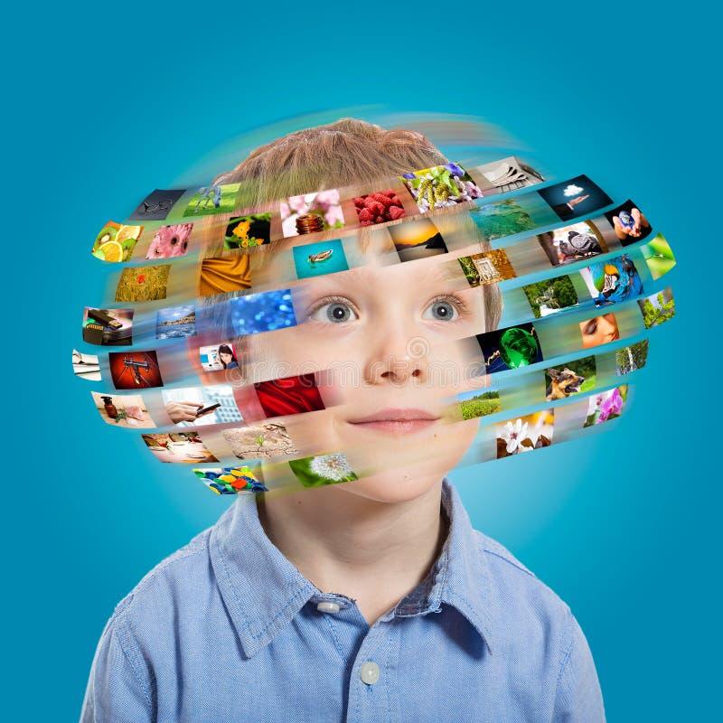 Молодой мальчик. Концепция технологии. стоковое фото rf