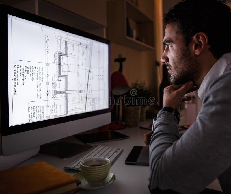 Молодой мужской программист стоковые изображения rf