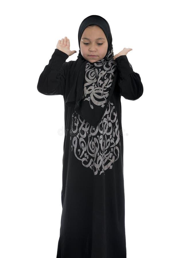 Download Молодой мусульманский женский молить Стоковое Фото - изображение насчитывающей мусульманство, посмотрите: 41662214