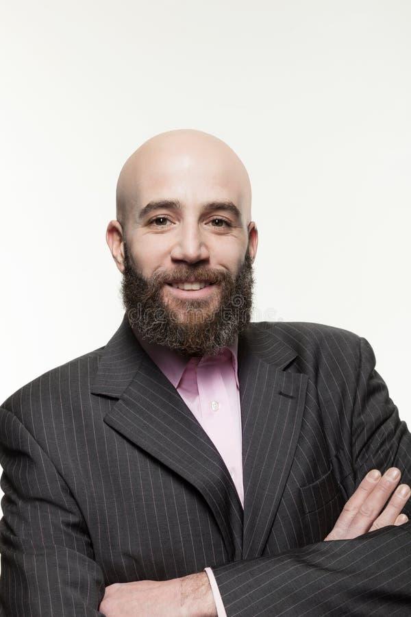 Молодой облыселый человек с бородой стоковое изображение rf