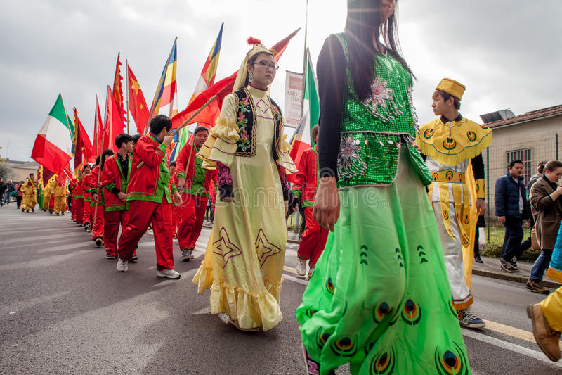 Download Молодой парад редакционное стоковое изображение. изображение насчитывающей традиционно - 37930819