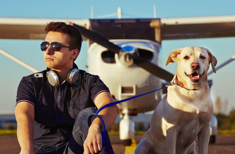Молодой пилот стоковые изображения