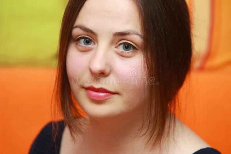 Download Молодой портрет брюнет стоковое изображение. изображение насчитывающей конец - 41655359