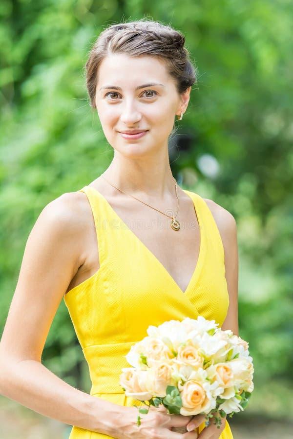 Молодой портрет девушки Bridesmaid стоковые фотографии rf