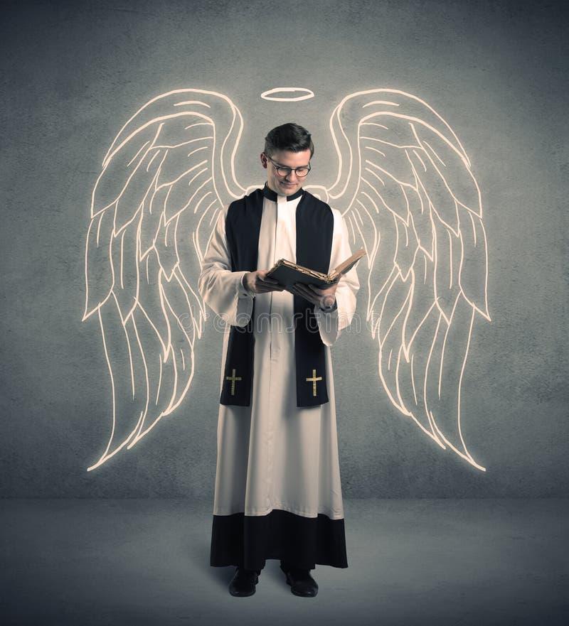 Молодой священник в давать его благословение стоковые изображения