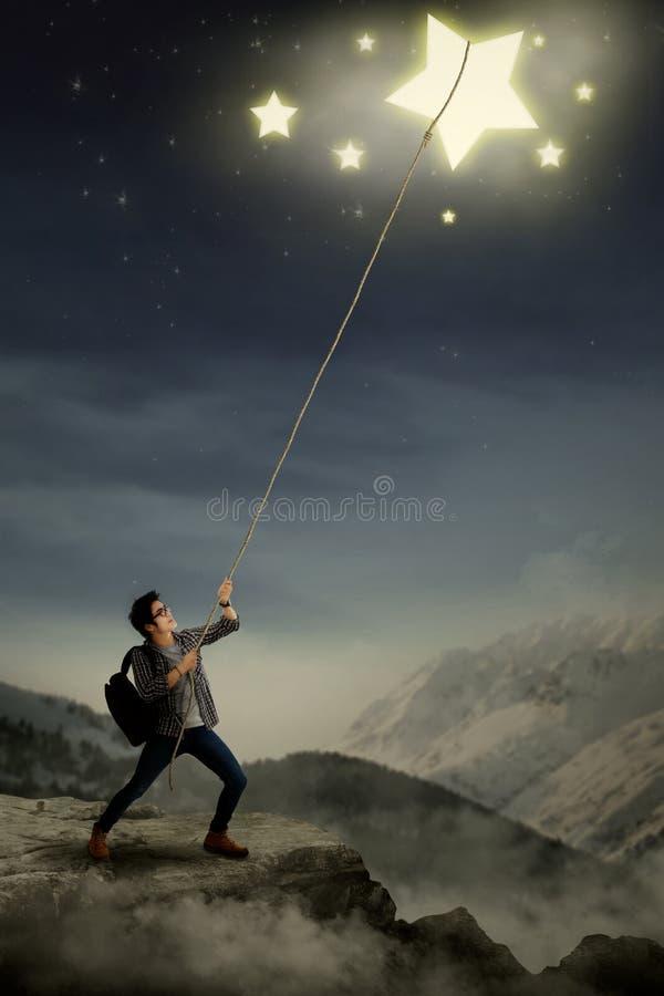 Молодой студент вытягивая звезды с веревочкой стоковое изображение rf
